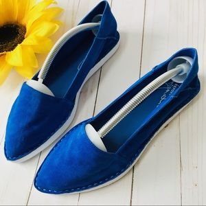 NWT REPORT Signature Blue Suede Pointed Toe Flats